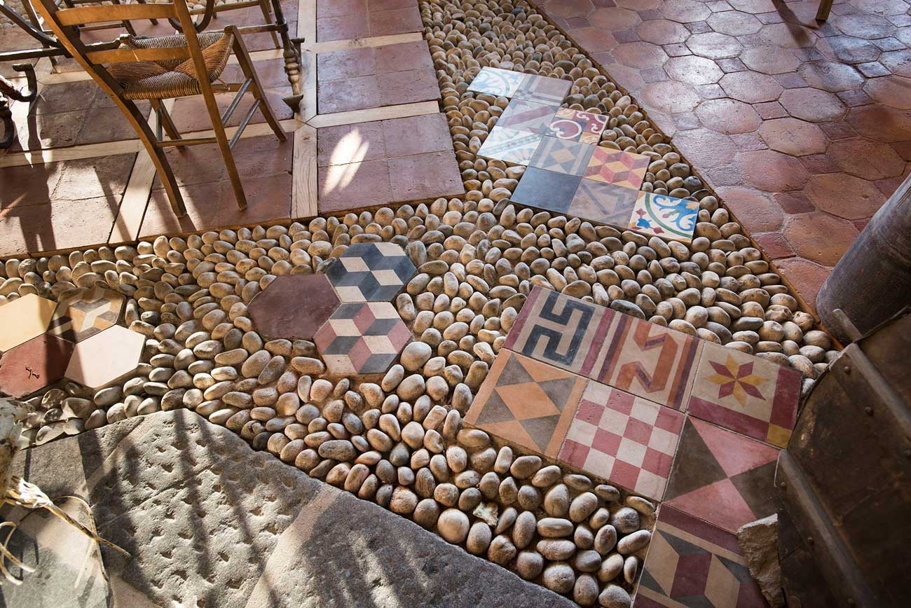 Pavimenti in cementine realizzazione posa e restauro antichi manufatti - Costo realizzazione bagno ...