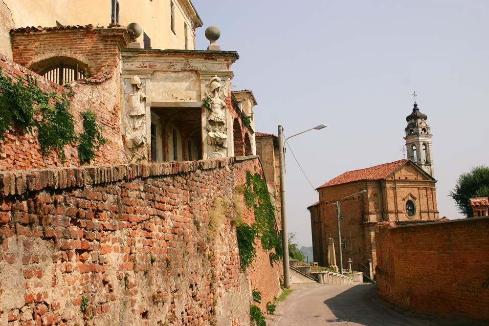 castello-di-pocapaglia-antichi-manufatti